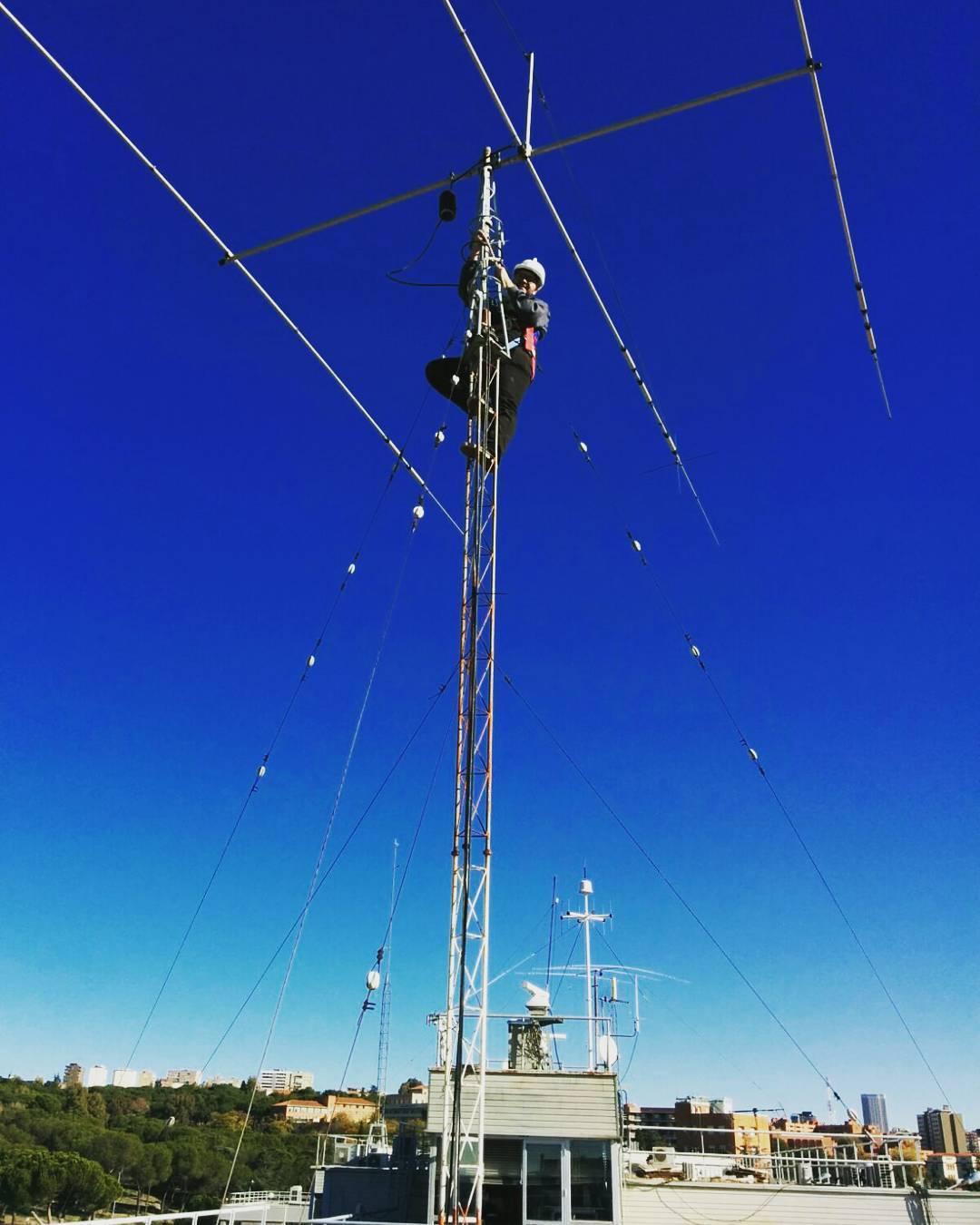 Antena de HF en la azotea de la ETSIT UPM